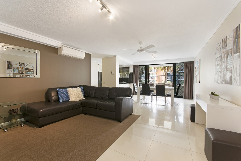 Clubb Coolum holiday apartments lounge